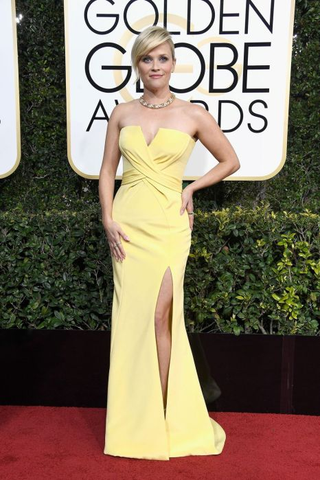 Reese Witherspoon at Golden Globes 2017 in yellow dress