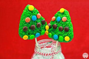 Super Easy Rice Krispies Christmas Tree Lollipops. #TreatsForToys