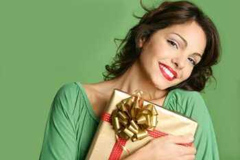 Top Gift Ideas for Her: Treat the Lady in Your Life This Holiday Season w/ These Gifts Under $40 from Showcase!