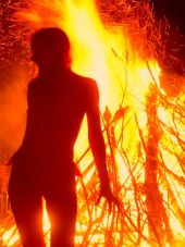 beltane_woman_fire_353x4701