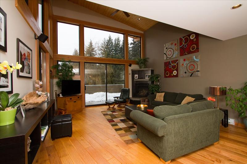From $795 Whistler Blackcomb 4+ bedroom home walk to Village Pictures