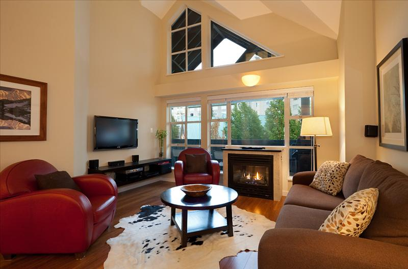 SKI IN/OUT, Pool, 2 Hot Tubs, Wireless Internet, LCD TV Pictures