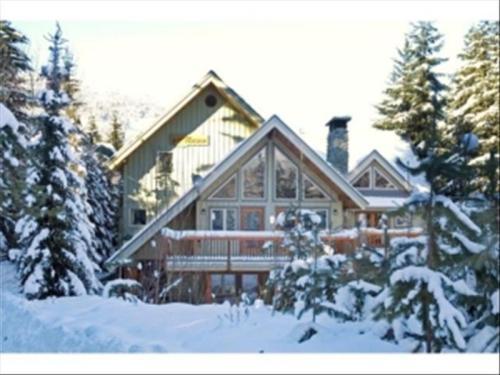 Whistler Lorimer Ridge 4 to 8 Bedrooms :: Smaller Groups Last Minute Photo 2