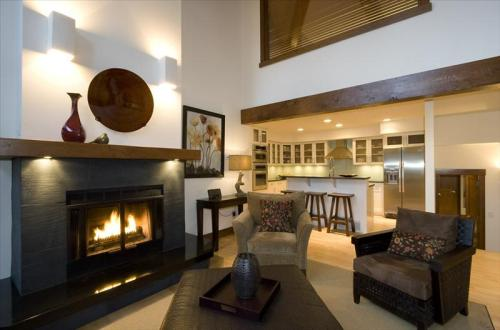 Whistler Whistler Luxury Ski In - Northern Lights Spacious Townhome Photo 2