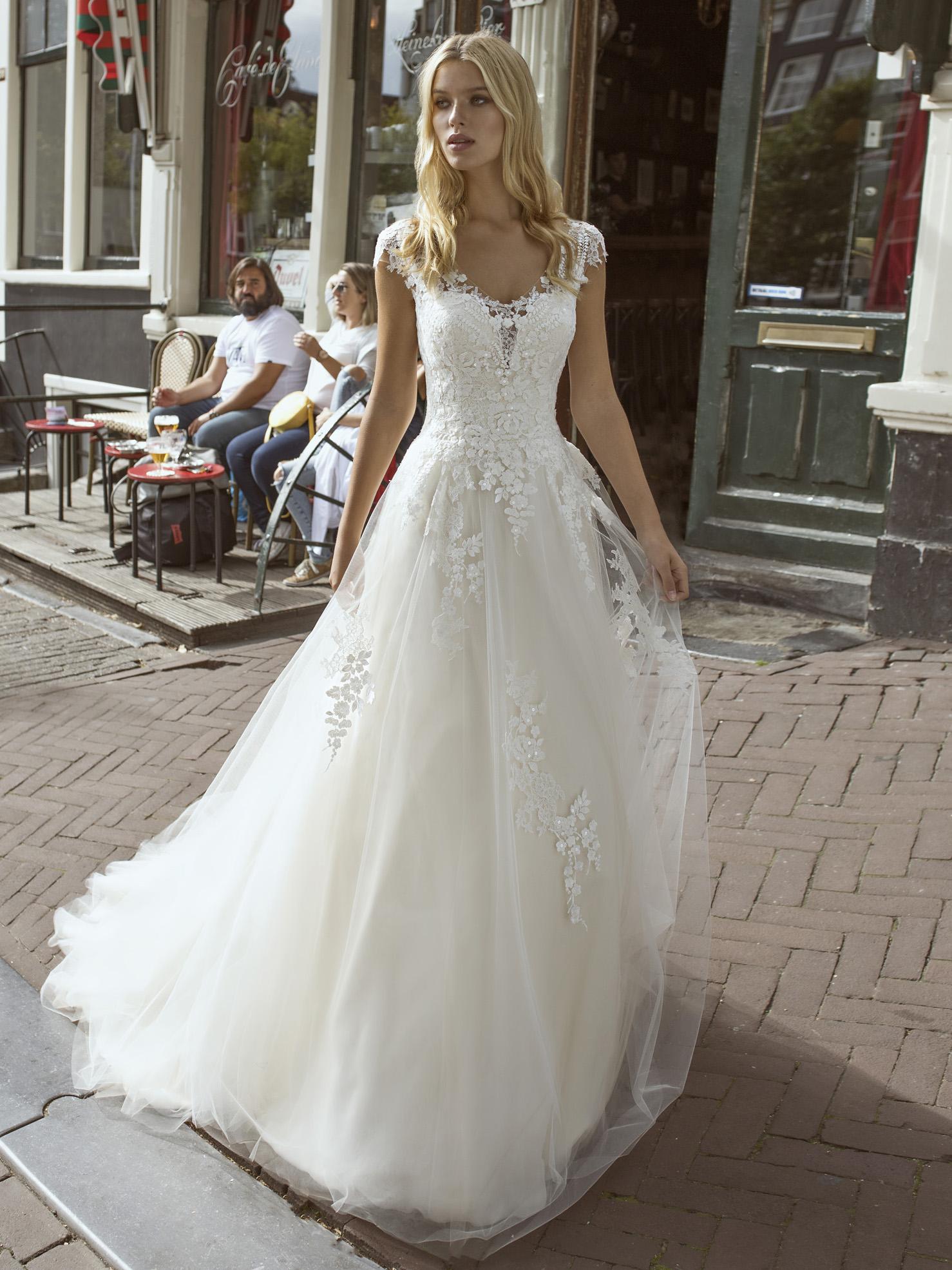 Robe de mariée princesse Faiza par Modeca