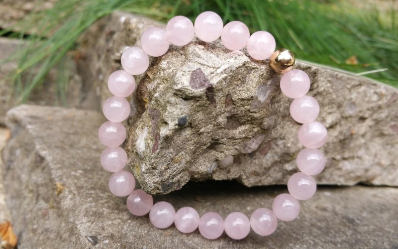 Rose Quartz Beaded Bracelet with 9ct Gold Bead 1