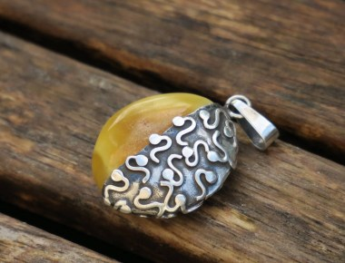 Statement Amber Pendant 1