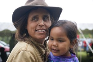 winona_laduke-w-child
