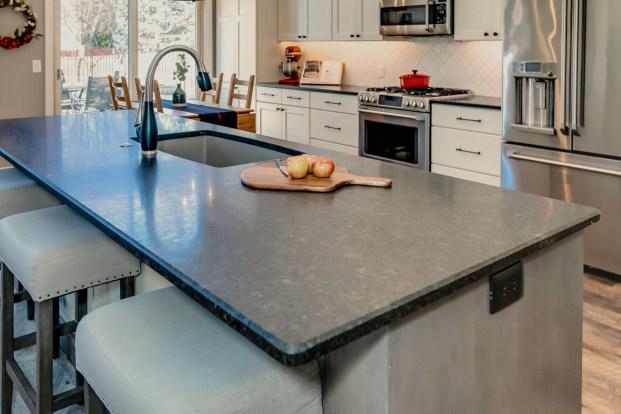Gallant Court Kitchen Apple Valley (1)