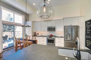 Gallant Court Kitchen Apple Valley (13)