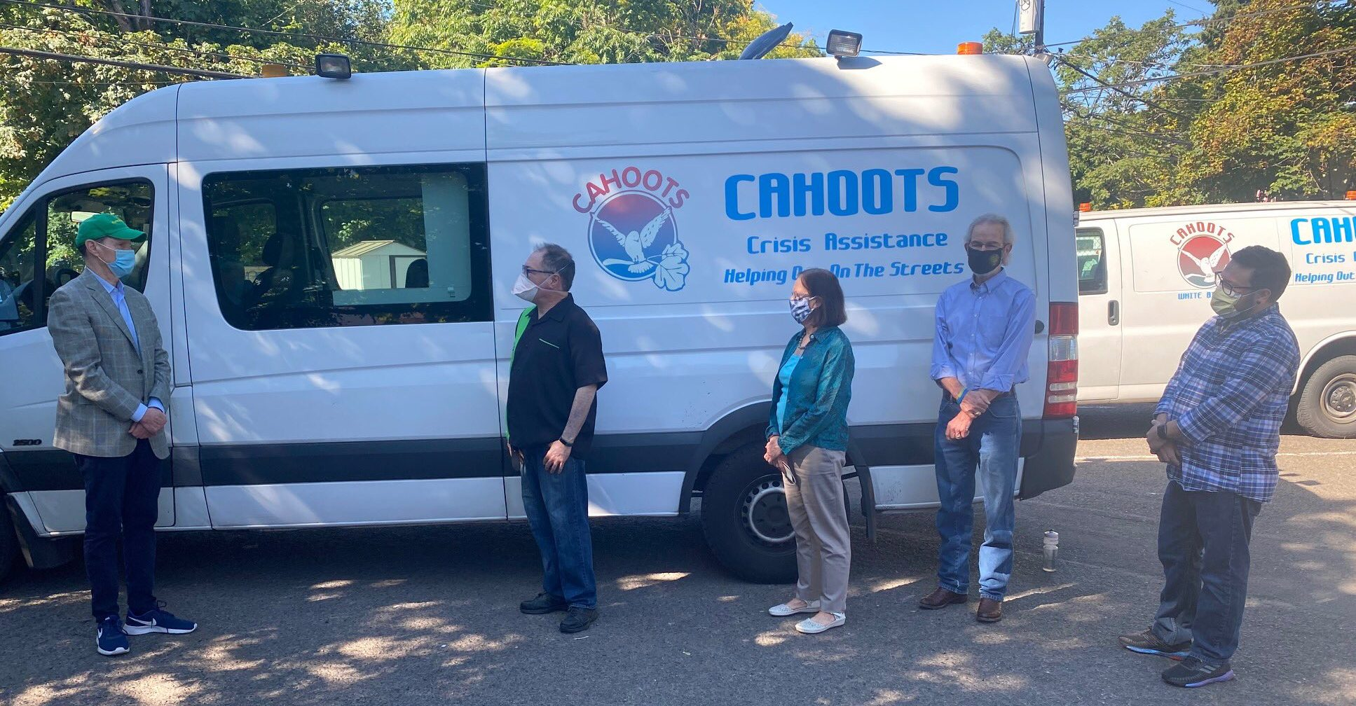 Senator Wyden and Mayor Vinis Visit CAHOOTS
