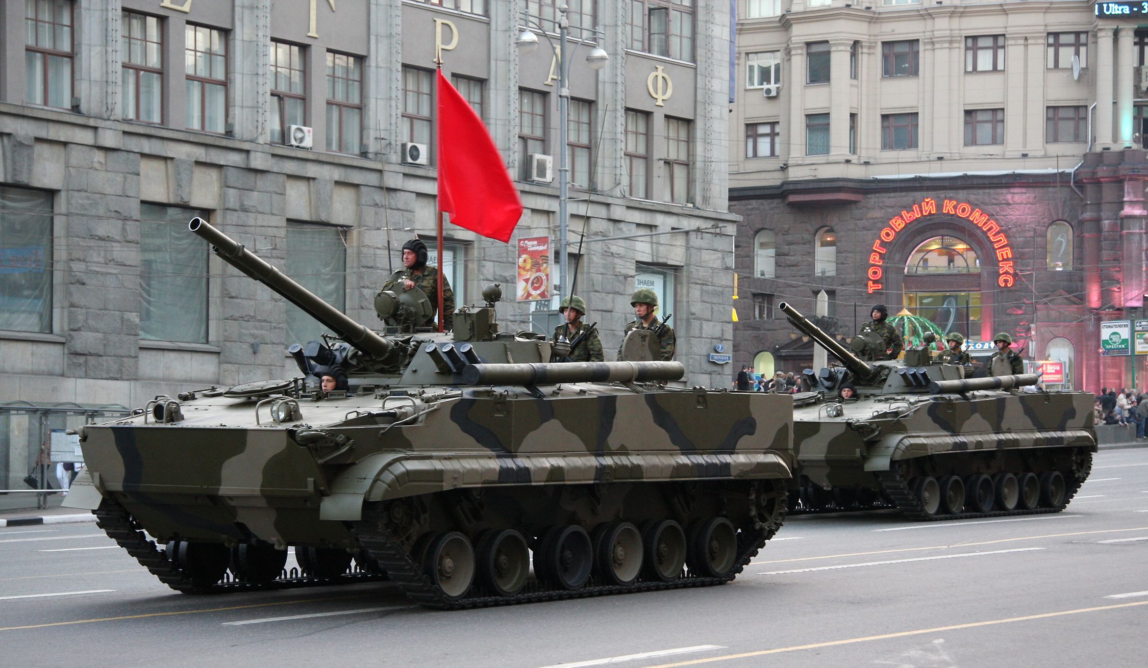 The large main cannon (100mm) of the Russian BMP-3 IFV gives it a tank-like appearance. However, the turret is too small for a tank, as are the treads and the chassis.