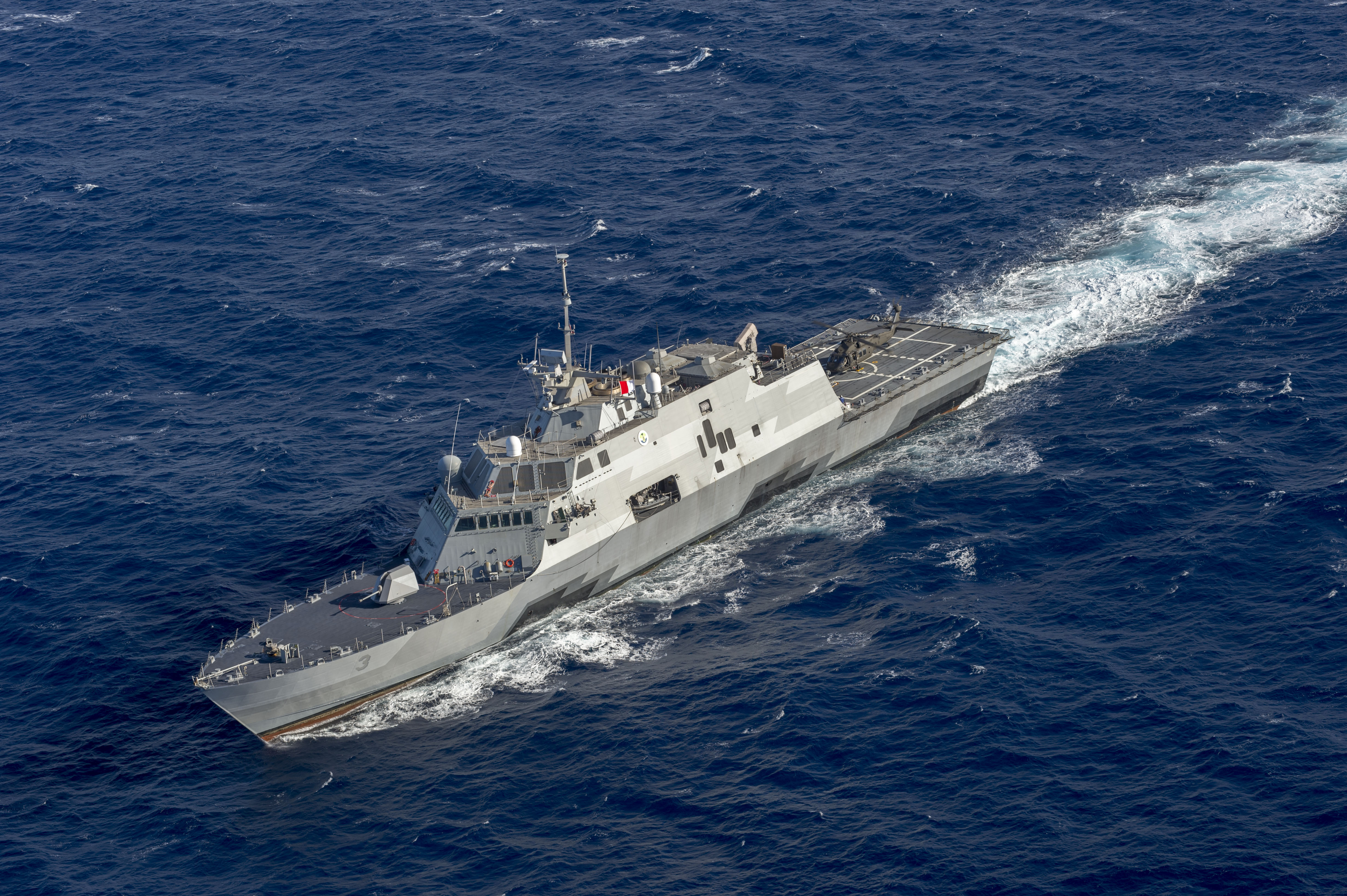 A Freedom-class LCS, USS Fort Worth, underway near Hawaii.