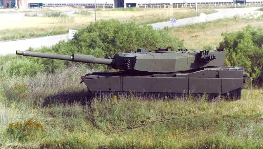 This Abrams-based testbed is fitted with a massive 140mm cannon. The idea ended up being abandoned, as issues effectively integrating such a large gun into the Abrams platform arose.