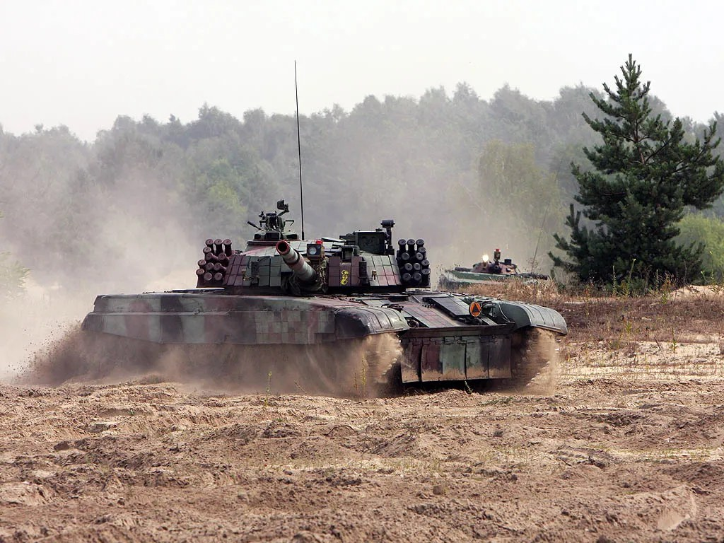 A Polish PT-91 maneuvers during an exercise.