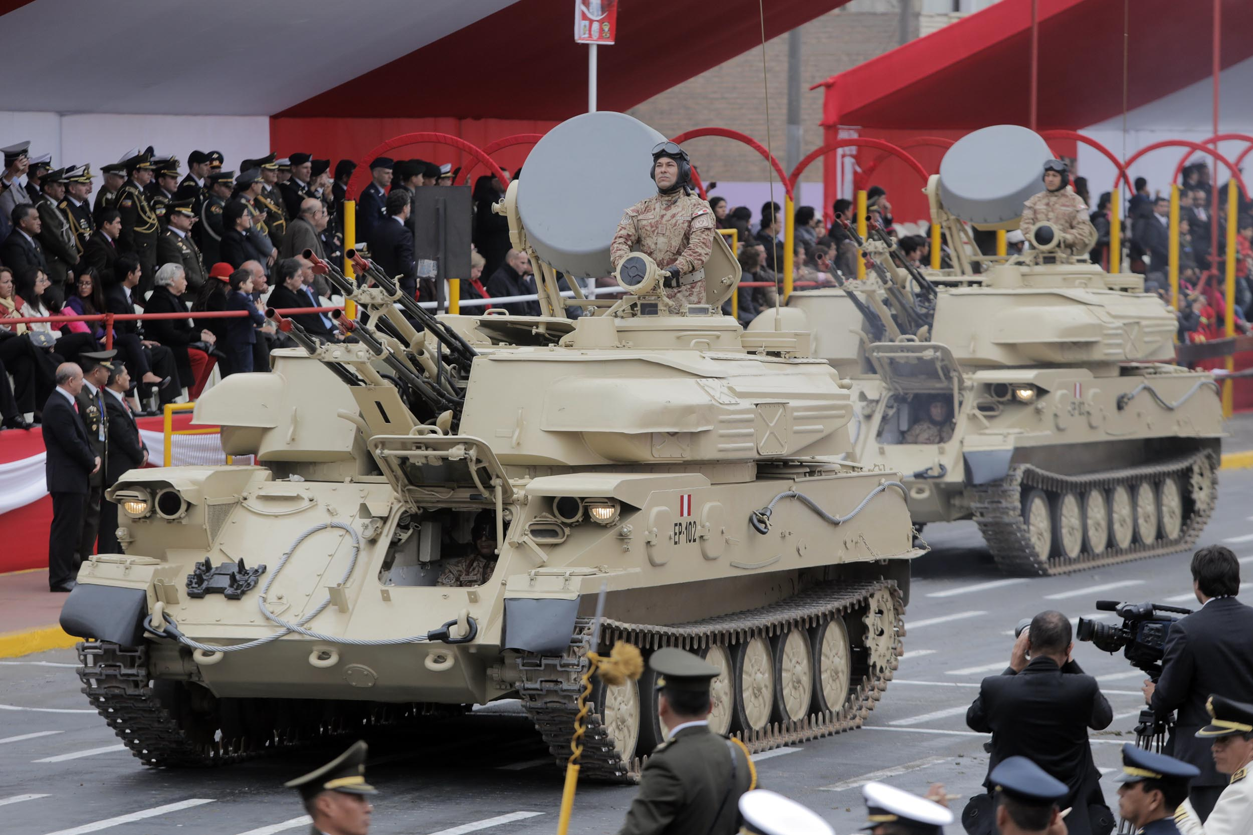 ZSU-23-4s during a Peruvian military parade. Note the large grey radar antennae, which ZSU-23-4MPs lack.