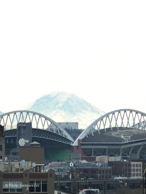 Pike Place Market, skybridge & Mount Rainier
