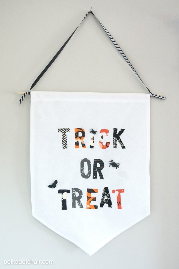 Halloween - trick or treat sign