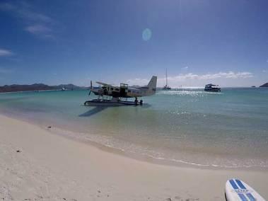 seaplane-at-Whitehaven-Beach