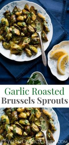 Receta de coles de Bruselas asadas con aderezo de perejil y mostaza de limón en WhiteOnRiceCouple.com