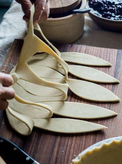 Tutorial sobre cómo hacer diseños de corteza de pastel de hojas. Masa de pastel de hojas   @blanco