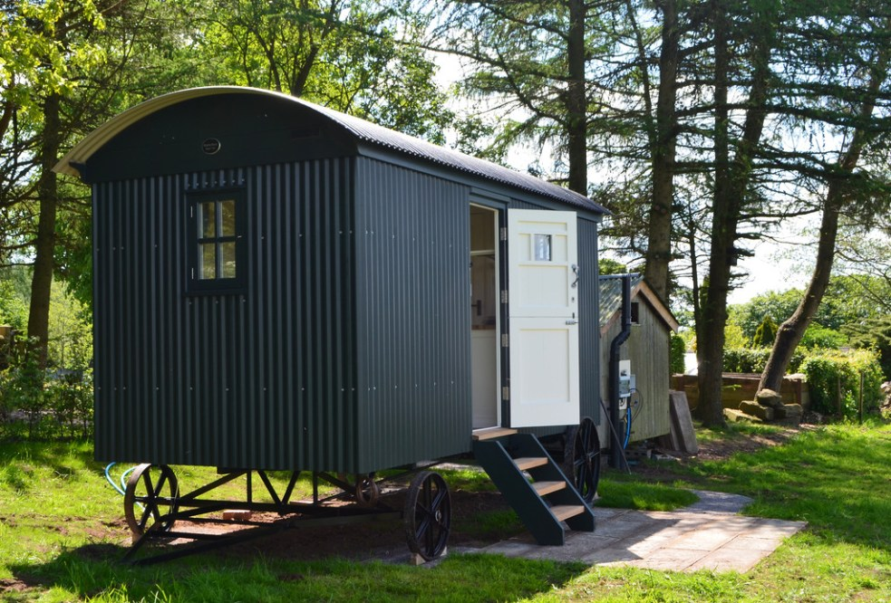16ft Holiday Hut in Studio Green