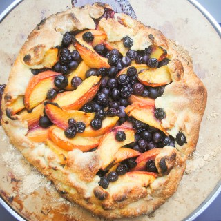 Peach blueberry crostata