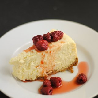 Mom's cheesecake with raspberry sauce