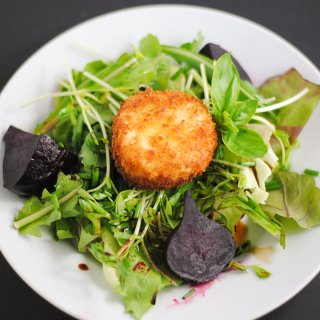 Beet salad with Panko-crusted goat cheese