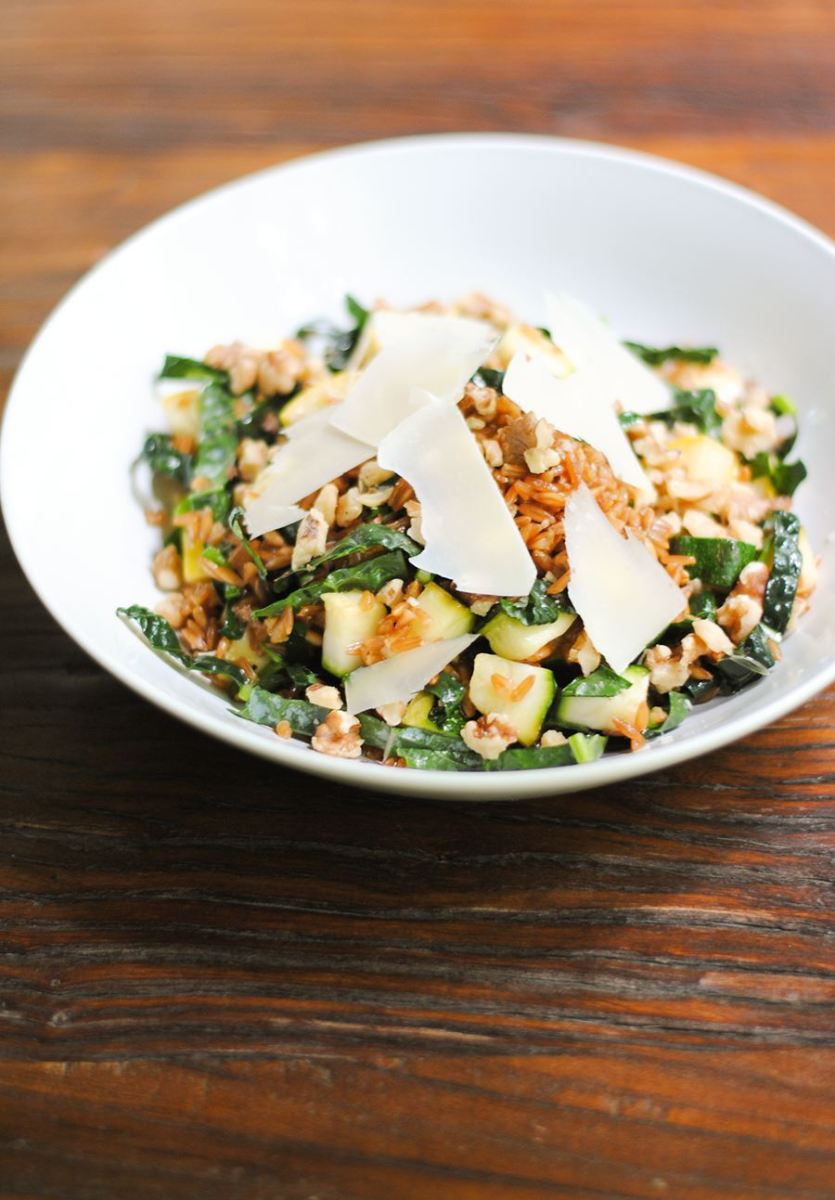 Farro salad with kale and grilled summer squash