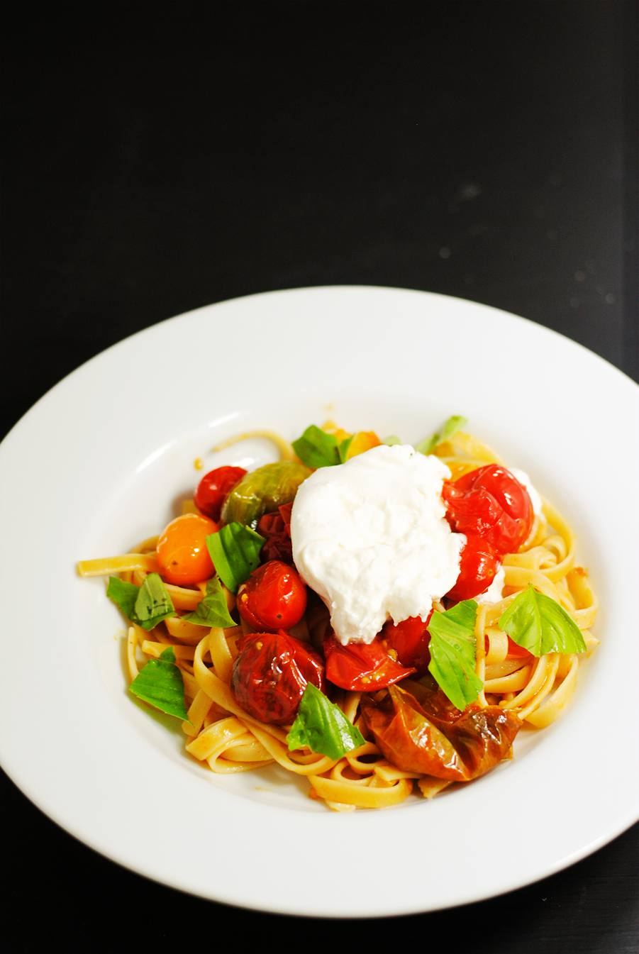 Fettuccine with cherry tomatoes and burrata