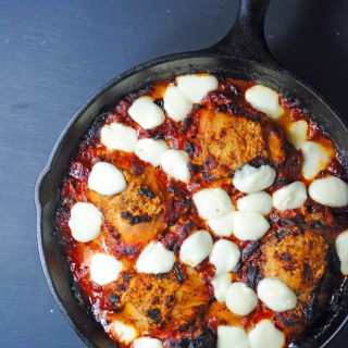 Italian chicken skillet with mozzarella and tomatoes