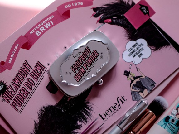 Puder do brwi FoolProof | Benefit Cosmetics