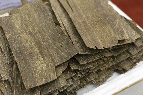 eaglewood essential oil 3