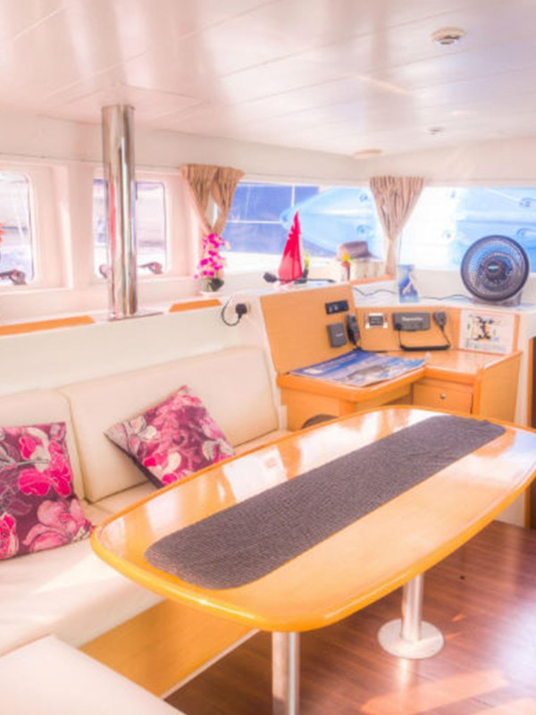 whitesails_boat__0007_Interior 2