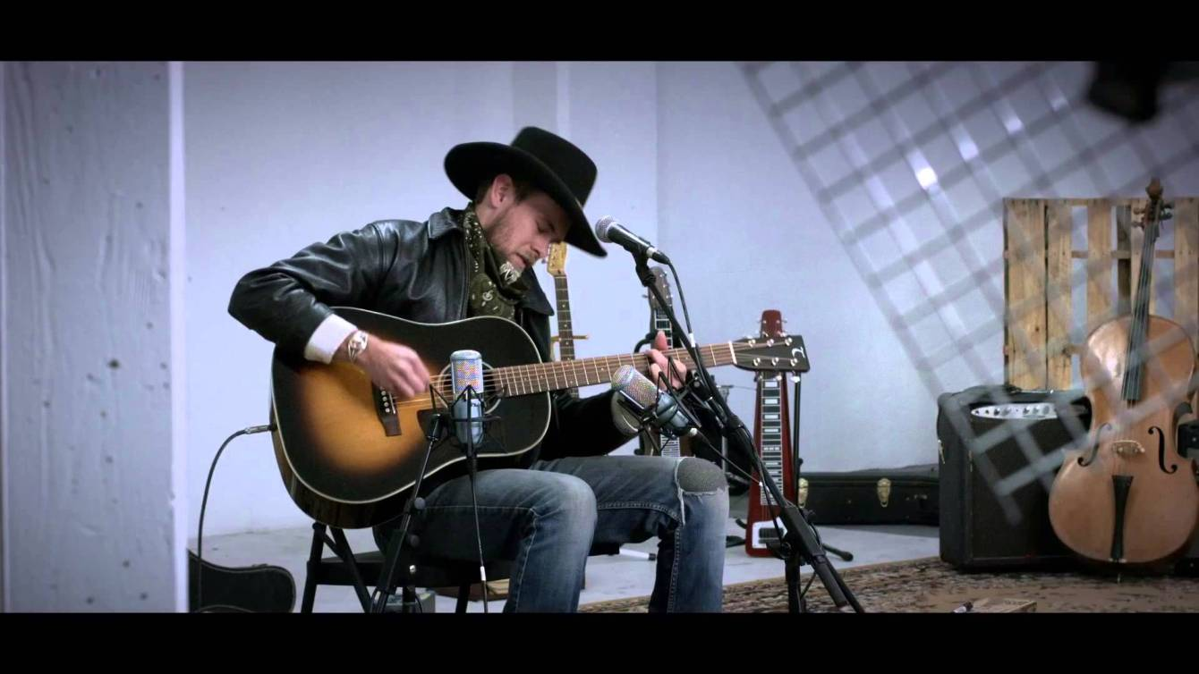 "Joshua Kloyda performs ""Lead My Way"" at The White Wall Sessions"