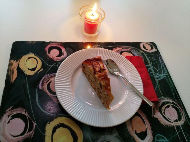 vegansk æblekage - serveret