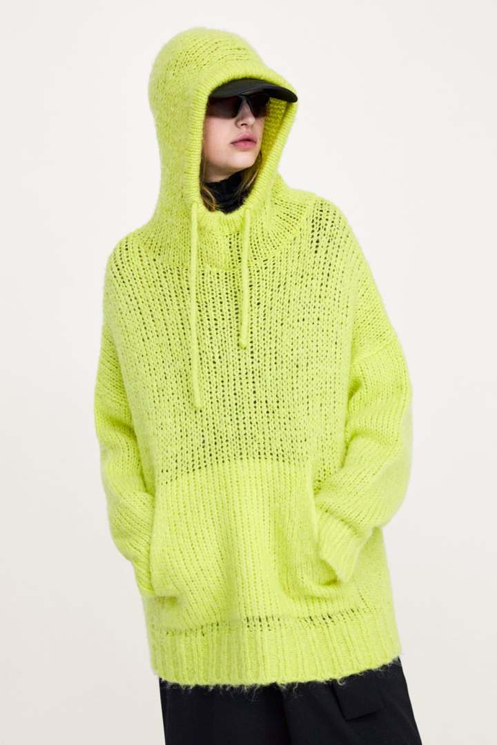 ZARA - OVERSIZED HOODED SWEATER