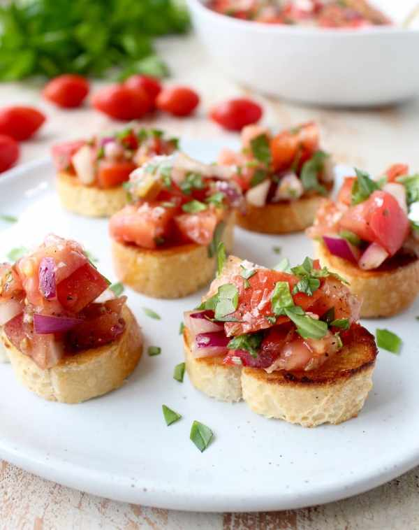 This Italian tomato basil bruschetta recipe is a recreation of BJ's Restaurant appetizer favorite, it's healthy and easy to make in only 10 minutes!