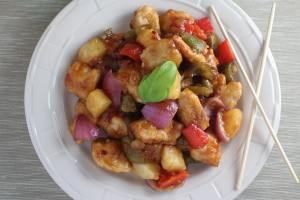sweet and sour chicken, pf changs, pf changs sweet and sour, lettuce wraps, sweet and sour lettuce wraps, pf changs sweet and sour chicken lettuce wraps, healthy sweet and sour chicken, recipe, food