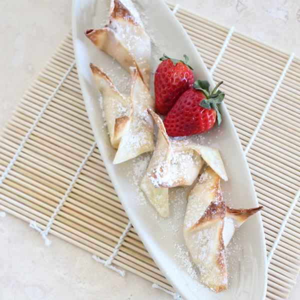 Baked Strawberry Cheesecake Wontons