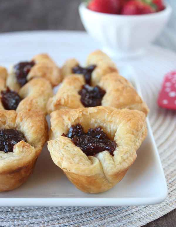 Fig & Brie Puffed Pastry Bites Recipe