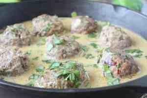 Asian Meatballs in Green Curry Sauce
