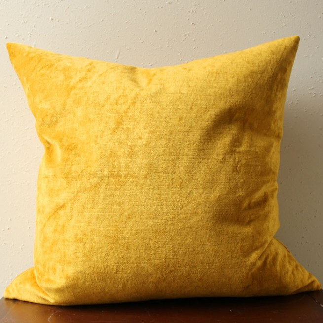 mustard gold velvet pillow | home decor | glamorous decor | velvet decor