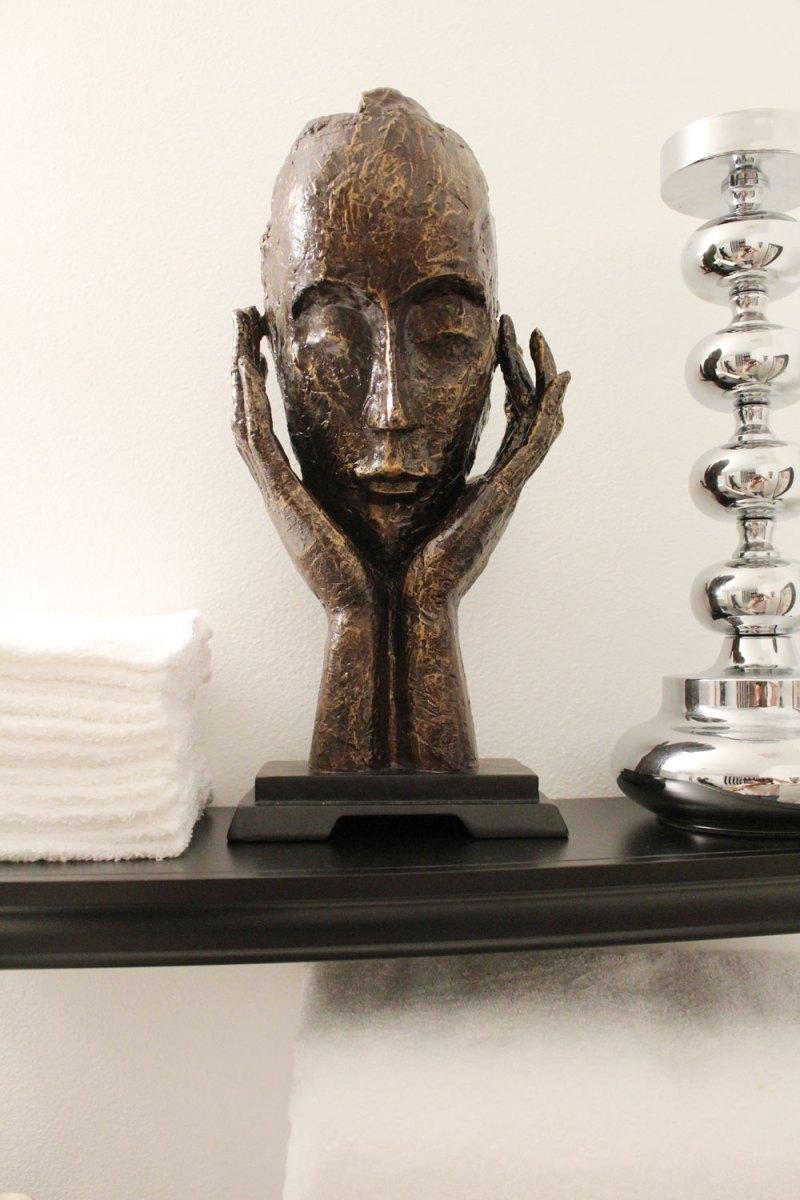 black and white master bathroom | glamorous master bathroom | black and white stripes