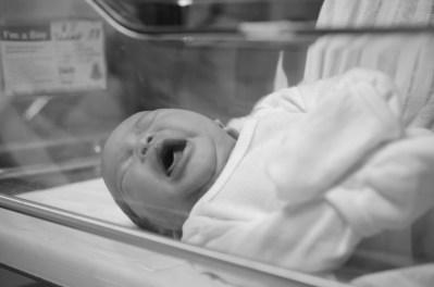 coltyn_newborn9_bw