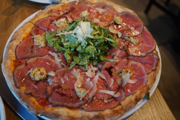 Beef carpaccio pizza