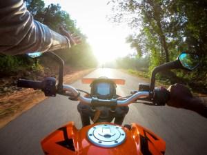 first-light-riding-ktm-duke