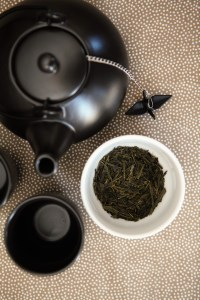 Black teapot, Japanese Sencha green tea, T2 https://whoknewiwasahousewife.com/