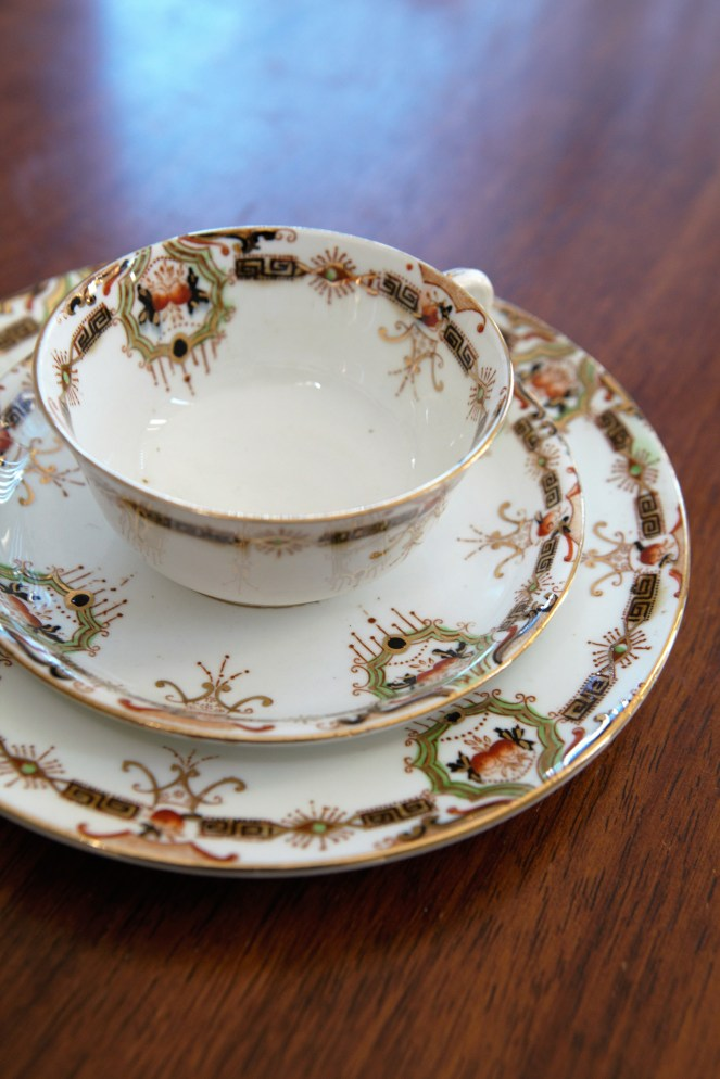 Art deco tea set vintage http://whoknewiwasahousewife.com/